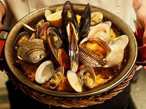 【人気NO.1】瀬戸内海直送の新鮮な魚介類を使用した『パエリア』 Sサイズ~