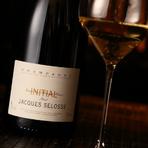 ジャック・セロスが自社畑のシャルドネだけを使って醸造するブラン・ド・ブラン(シャルドネからできたシャンパーニュ)です。フルーツを思わせる芳香とミネラル感が秀逸。国内では非常に希少な一本です。