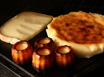 自家製カヌレ、チーズケーキ
