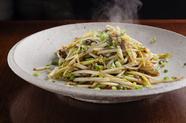 不思議な食感と香ばしい醤の風味が際立つ『黄金幸菜と蝦の台湾エシャロット醤炒め』