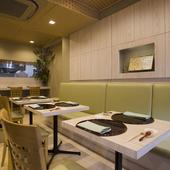 従来の中華料理店のイメージを覆す、落ち着きある和空間