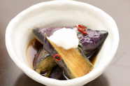 新鮮な無農薬野菜を使い、甘辛さもほどよい味付けで野菜の甘味を引き出した絶品家庭料理『茄子煮びたし』