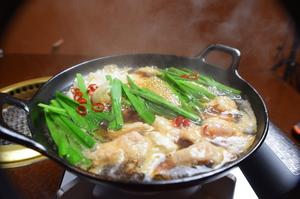 日によって変わる、旬なお肉をセレクトした贅沢な一皿『本日の味比べ6種盛り』