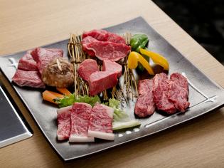 肉の美味しさをじっくり堪能できる盛合せ『ひな上盛』
