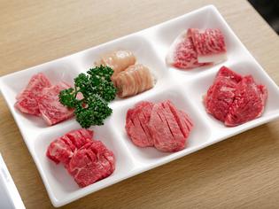 いろいろな部位を食べ比べていただける『食べ比べ6種』