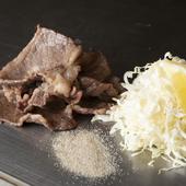 地元産の牡蠣を使用し、ぷりぷりの食感が楽しめる『牡蠣(ポン酢orバター)』