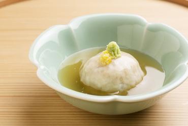 もっちりとした食感と甘さが際立つ『加賀レンコン蒸し』