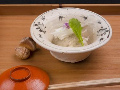 一皿に富山の旬を詰め込んだ『紅ズワイ蟹 舞茸と水菜のお浸し』