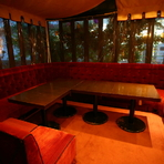 白金ならではの静かな立地に佇む大人のレストラン