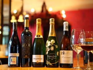 料理と合わせ愉しみたい、こだわりの厳選自然派ワインが豊富『各種ワイン』