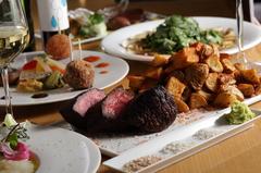 全8皿のフルコースは、見た目もフォトジェニック メインは、黒毛和牛のヒレ・サーロインをお選び頂けます。