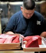 『縁屋』では、鮪をブロックごと仕入れて、赤身・中トロなど美味しい部分を吟味し、お客様にご提供しております。