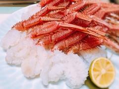 流氷が去った後の、栄養豊富なオホーツク海であがったこの時期限定の極上の毛蟹が食べられます!