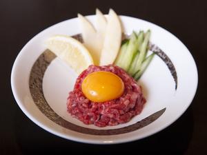カットステーキのような贅沢な味わいを楽しめる『厚切り上塩タン』