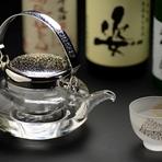 おいしい水が生まれる場所は、良質な米の産地でもあることから、栃木には蔵元が多数あります。中でも注目したいのが小林酒造の『鳳凰美田』。板長のこだわり料理とフルーティな甘口の日本酒、ついお酒がすすみます。