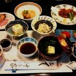 故人を偲んでいただくお食事になっております。 ご予算によって故人の好物を盛り込んだお料理もご用意させていただいております。