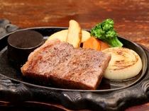 甘味のある脂が特徴の『常陸牛サーロインステーキ』