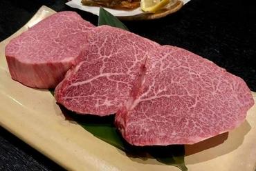 漁港から直送され、プリプリと身が締まった新鮮な魚の素材本来の美味しさが愉しめるお造り『いろどり』