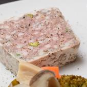 オール豚肉でつくったお店の看板料理『パテ・ド・カンパーニュ』