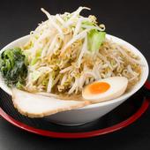 豚骨、鶏ガラ、野菜の旨みあふれるスープがやみつきになる味わい『松龍ラーメン』