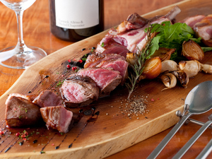 肉本来の旨みを堪能できる『肉の炭火焼き』