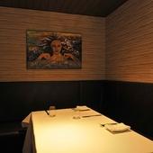 2名から利用可能でデートにも使える、居心地の良い個室を完備