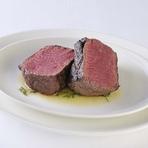 肉は同じ部位でも個体差があり、全く同じものはありません。その違いをお客様に感じさせないよう、それぞれの肉に合わせて調理の仕方を工夫しています。おいしい食材を常に最高の状態で提供するのがモットーです。