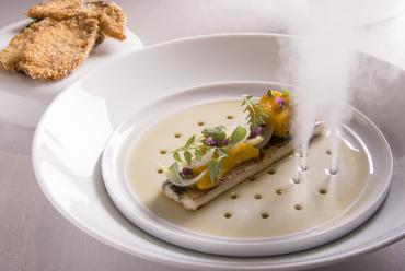 仕掛けも楽しい『鰻のエスカベッシュ ポルチーニ茸 オニオンのピクルス 木の芽 ロースト南瓜のクリーム 』