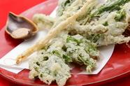 サクッと軽い口当たり『アシタバと秋野菜の天婦羅』