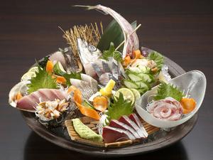 『さば寿司』(写真奥)と、『特選地魚にぎり盛り(7貫)』(手前)