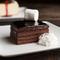 4層のチョコレートから押し寄せる甘み。スイーツファンの心をくすぐる『クラシックデビルチーズケーキ』