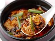 3種類の豆板醤を独自にブレンドし、じっくり低温で作った自家製ラー油を使用。辛味の中にも味わいがあると感じられる、食欲をそそる【中国菜館 志苑】自慢の一品。