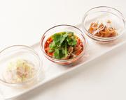 料理長おすすめの前菜3種の盛り合わせです。 ※画像は一例です。