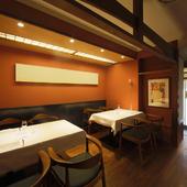 1組様で貸切状態となるディナーは、接待やご会食にも快適