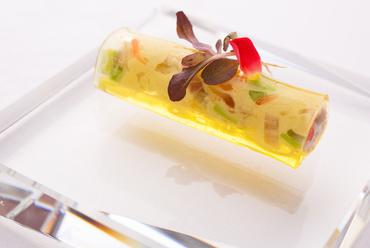 彩り豊かなアミューズ『広島産ワタリガニのカネロニ』 ※コース料理の一例