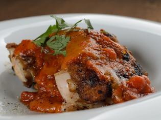 兵庫県播州出身の料理人が地元の銘柄鶏である「播州赤鶏」を使用