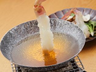 確かな品質を保証するタグ付き松葉蟹を生きたまま仕入れています