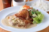 オープン以来30000食突破。ランチタイム人気NO.1『チキンガーリックステーキ』