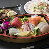 熟練料理人の目利きによる厳選食材は、味をさらに活かす料理に