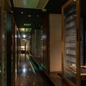 上質な料理とお酒が楽しめ、非日常が感じられる隠れ家的空間の店