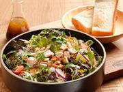12種類の野菜が入ったボリュームたっぷりのサラダと自家製トーストのセットです♪