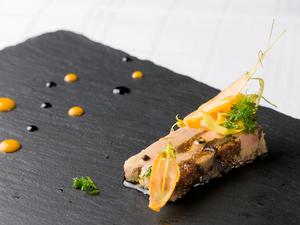 絶妙な食感が魅力『フォアグラとセミドライイチジク テリーヌ』