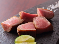 とろける食感と広がる甘み『国産黒毛和牛 厚切りタン焼き』