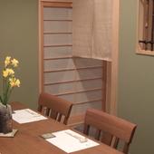 落ち着いた雰囲気の個室は、静かに語り合える二人だけの空間