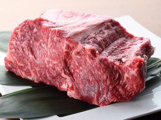 噛むほどに甘みと旨みを感じられる熊本県産「赤牛」