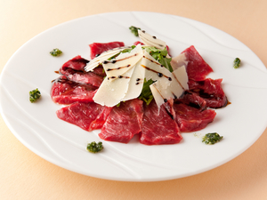 日本最高峰の馬肉業者さんに送ってもらう『熊本直送 桜肉のカルパッチョ』