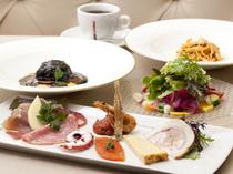 前菜からメインまで、本場の味を満喫できる『コースディナー』