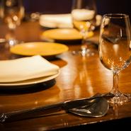 気取ったところのないカジュアルなレストレランですが、接待会食利用も多いのが特徴。しっかりとした作りこまれたソースや季節の厳選された食材をつかったガストロノミックな料理は、商談もスムーズにするのかも。