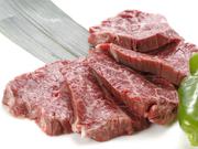 人気メニューの島根県産黒毛和牛の上ハラミ。肉本来の甘みも味わえ、自家製タレとの相性も抜群です。焼き方はミディアムレアがおすすめ。肉の旨味を堪能できます。