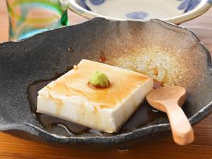 生のピーナッツから生まれる逸品、自家製の『ジーマミー豆富』